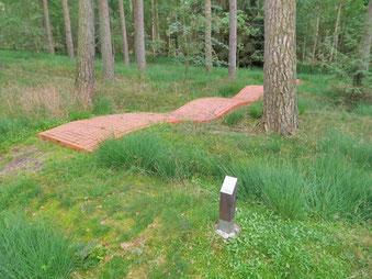 Durch Knust GaLaBau umgesetzte Bodeninstallation der Künstlerin Gabriela Albergaria im Projekt Kunst in der Landschaft in Neuenkirchen im Heidekreis.