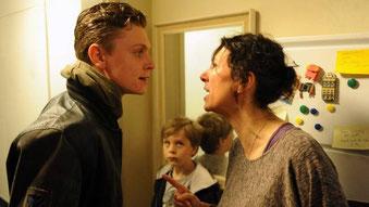 Szenenbild: Philipp mit Filmmutter Ursula Strauss © Eikon Media