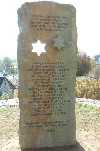 Die Gedenkstele auf dem Jüdischen Friedhof in Attendorn.