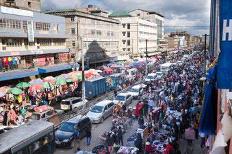 Der Eifer ist da, aber der Mangel an Organisation überfordern die Kapazitäten Nairobis um Längen (Bild: flaviehalais.com)