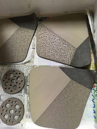 21日に白泥をスポンジ塗りしたプレート皿