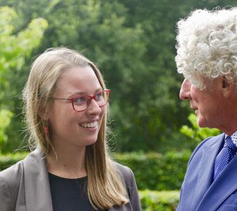 Isabelle Brandstetter with a conversation partner