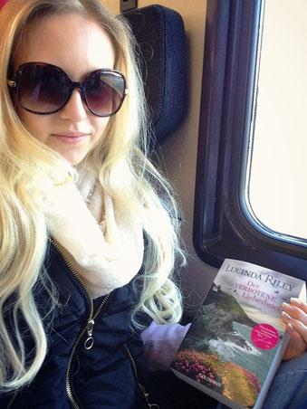 Zug-Lektüre auf der Fahrt nach St. Moritz