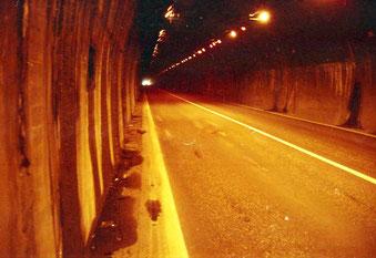 in Japan gibt es keine Pass-Übegänge  dafür umsomehr Tunnels