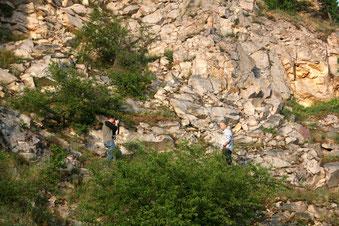 Shooting hoch oben im Steinbruch