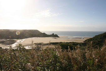 endloser Strand von Three Cliffs Bay