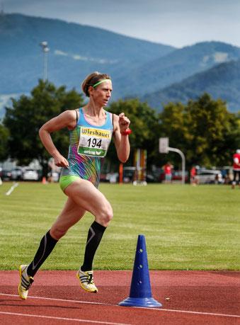 Elisabeth Pöltner-Holkovic zählt auch mit 43 Jahren zur nationalen Spitze - hier über 1500m