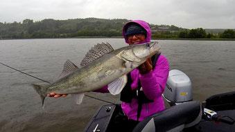 Zander angeln, Vertikal fischen auf Zander, Norwegen, Babs