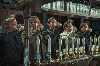 Cinq copains, douze bières chacun (©UPI)