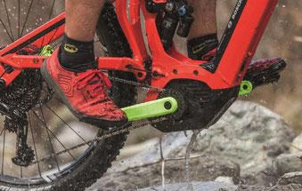 Kürzere Kurbeln am Bosch Performance CX e-Bike Antrieb geben mehr Bodenfreiheit