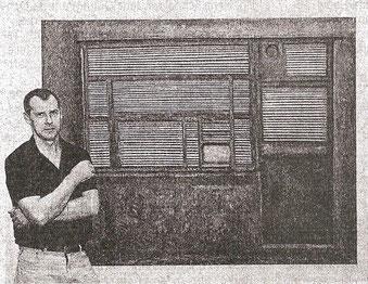 """Mattthias Schroller vor seinem Bild """"Kassa"""", 2012, Öl auf Lw."""