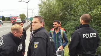 Flygtninge bliver standset af bayrisk politi