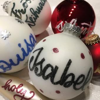Handlettering Anleitung: Gestalte deine Weihnachtskugeln mit Embossing - eine einzigartige Möglichkeit für spezielle Weihnachtskugeln
