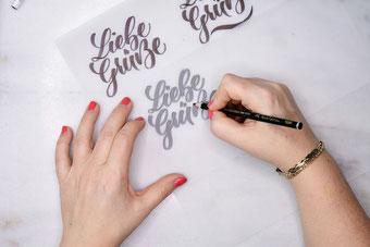 Liebe Grüsse - dein Lettering gestalten auf Transparentpapier