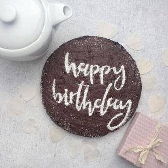 DIY personalisierter Kuchen zum Geburtstag mit einem Handlettering