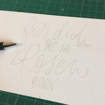 DIY Flaschenbanderole mit Handlettering - Vorzeichnen mit Bleistift