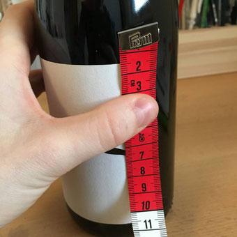 DIY Flaschenbanderole mit Handlettering - Schritt 1: Flasche ausmessen