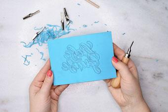 eigenes Handlettering auf Blockprint übertragen und einen eigenen Stempel gestalten
