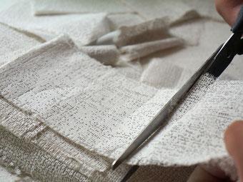 Gipsabdruck anfertigen, Zuschneiden der Gipsbinden für den Babybauchabdruck - Die Erinnerungsschmiede Kiel