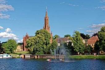 Klosterkirche mit Fontäne
