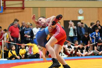 Silbermedaillengewinner Franz Wegscheider (Rot) bei einem herrlichen Beinangriff