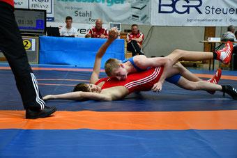 Adrian Mair (Blau) holt sich die Silbermedaille