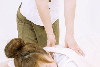 Kundin erhält eine klassische Thaimassage in Neubrandenburg