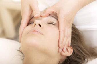 Migräneanfälle durch sanfte und wohltuende Massagetechnik lindern.