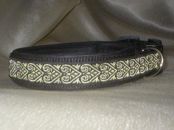 Klickverschluss, Halsband, 2,5cm, Gurtband schwarz, Borte Herzranke in gold und schwarz