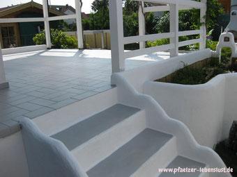 Treppe grau weiß Griechenland