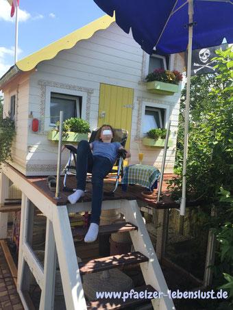Stelzenhaus Teeny Haus Terasse Chillen Relaxen Blümchen