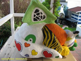 Wasserspeier bemalt nach Niki de Saint Phalle