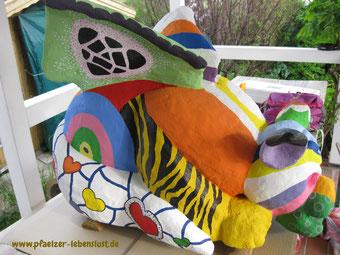 Betonfigur bemalt nach Niki de Saint Phalle