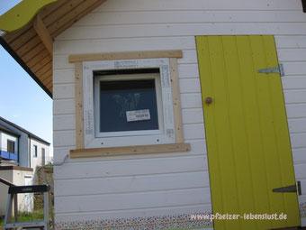 Fenster Gartenhaus Holzhaus aus Kunststoff einbauen Rahmen