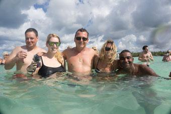 Spass auf der Sandbank vor Isla Saona