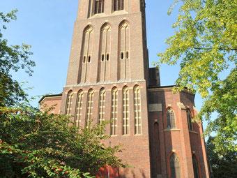 So sieht die St. Josephs-Kirche im Sommer aus. (WAZ-Foto:Stephan Eickershoff)
