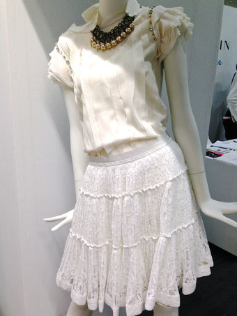 2014年春夏コレクションはスカートとブラウスを強化した