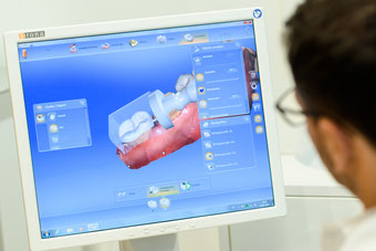 Bild: Zahnarzt, Dr. Jakob, Hamburg, Zahnarztempfehlung, abdruckfrei