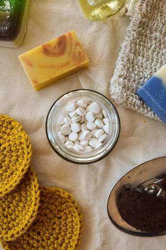 Auf einen Blick: Diese Firmen verkaufen plastikfreie Naturkosmetik, Seifen und co. | Plastikfrei im Badezimmer Part 2 RiekesBlog
