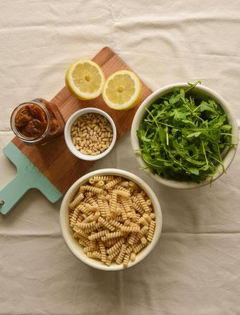 Zutaten veganer Nudelsalat. RiekesBlog.
