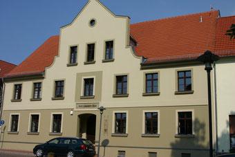 Usedom: Alte Schule. Enthüllung einer Gedenktafel für Johann Bolljahn