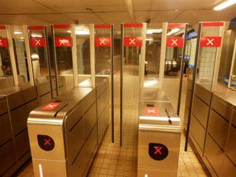 地下鉄の改札出口