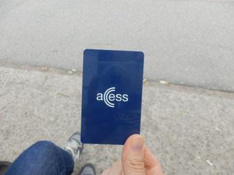 pasmoみたいなaccses card。コンビニでも買えますがとにかく現金が使えない。チャージOKで1日3日7日乗り放題がお得