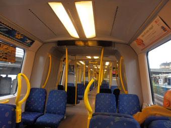 地下鉄の車内もスウェーデン色