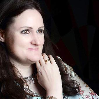 Autorin Dr. Angela Fetzner, Mitglied im Autorinnenclub.