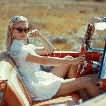 Ambition is a dream with a V8 engine (Elvis Presley) - Markus Hertzsch - Ford - Mustang - V8 - Car - Model - Girl - Portrait - Look - Corvette - Dodge - Classiccar - Oldtimer