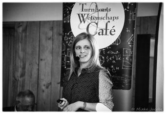 Katleen Gabriels bij Turnhouts Wetenschapscafé