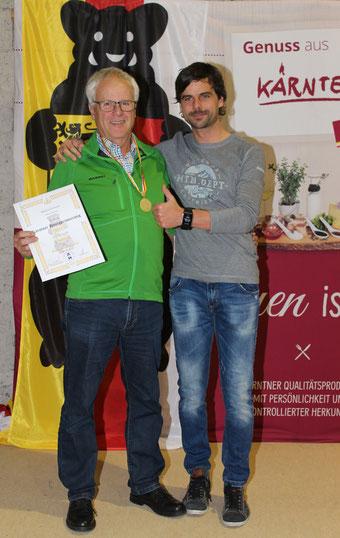 Toller Erfolg bei seiner ersten Honigprämierung: Goldmedaille für Manfred Schwarz (BZV Malta, BZV Gmünd) in der Kategorie Waldhonig