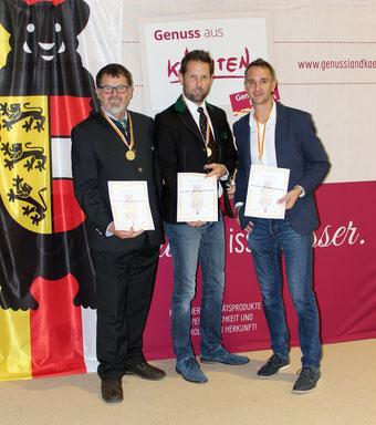 Gottfried Peball (BZV Malta) erreichte mit seinem Waldhonig die Silbermedaille. Hier mit mit dem Landesobmann Arno Kronhofer und dem Honigreferenten Valentin Koller