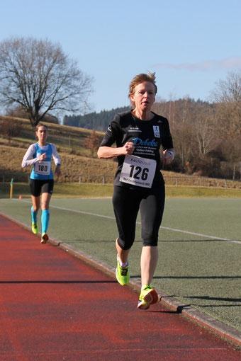 Annika Karfs-Fiedler siegt über 10.000m mit neuer Bestzeit